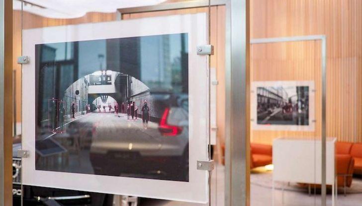 Volvo XC60: le foto della telecamera di sicurezza in mostra a Milano - Foto 2 di 11
