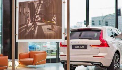 Volvo XC60: le foto della telecamera di sicurezza in mostra a Milano