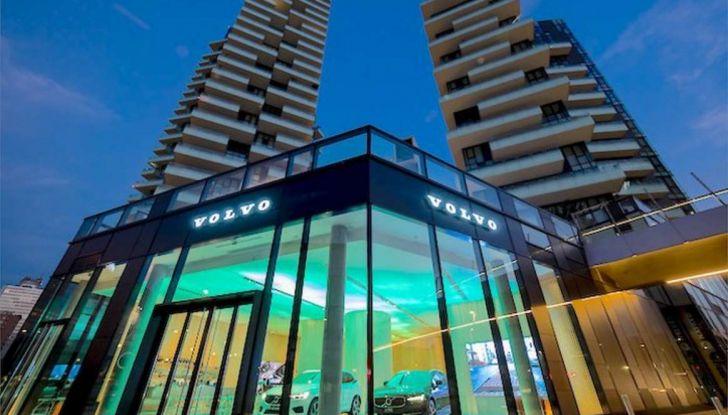 Volvo XC60: le foto della telecamera di sicurezza in mostra a Milano - Foto 3 di 11