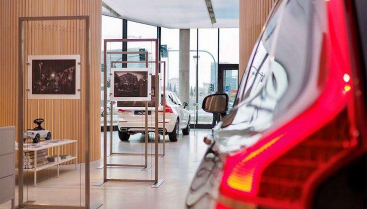 Volvo XC60: le foto della telecamera di sicurezza in mostra a Milano - Foto 4 di 11