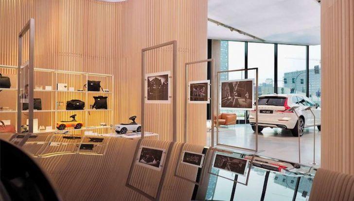 Volvo XC60: le foto della telecamera di sicurezza in mostra a Milano - Foto 5 di 11