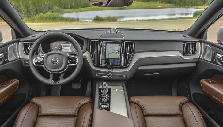 Volvo XC60: le foto della telecamera di sicurezza in mostra a Milano - Foto 9 di 11