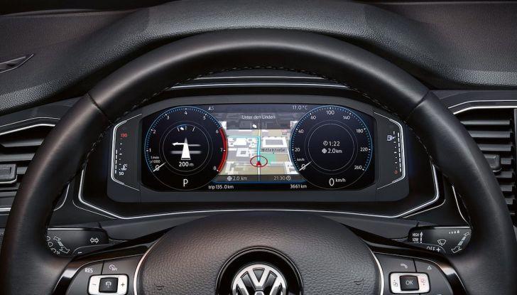Volkswagen T-Roc 2018 presentato nelle concessionarie - Foto 14 di 15