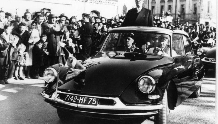 DS AUTOMOBILES con le auto presidenziali al salone Rétromobile - Foto 1 di 4