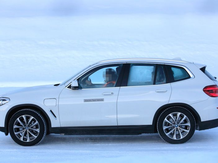 BMW X3 elettrica Plug-in: il SUV dell'Elica pronto alla rivoluzione - Foto 6 di 10