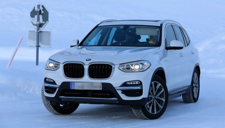BMW X3 elettrica Plug-in: il SUV dell'Elica pronto alla rivoluzione - Foto 3 di 10