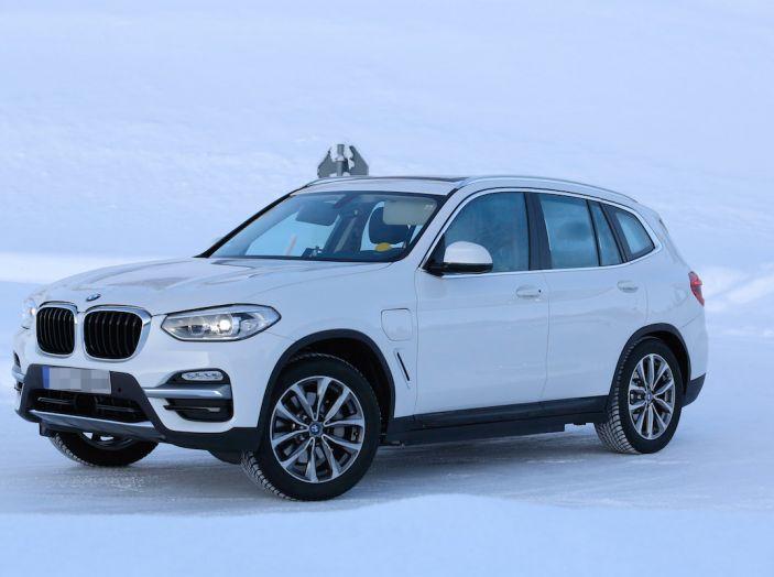 BMW X3 elettrica Plug-in: il SUV dell'Elica pronto alla rivoluzione - Foto 4 di 10