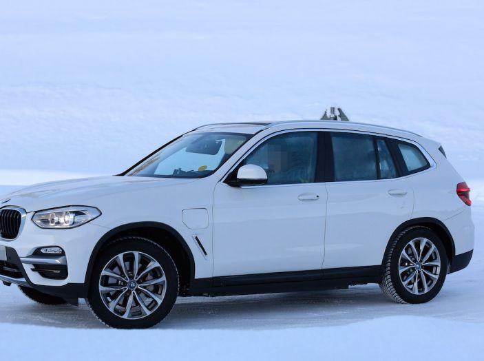 BMW X3 elettrica Plug-in: il SUV dell'Elica pronto alla rivoluzione - Foto 5 di 10