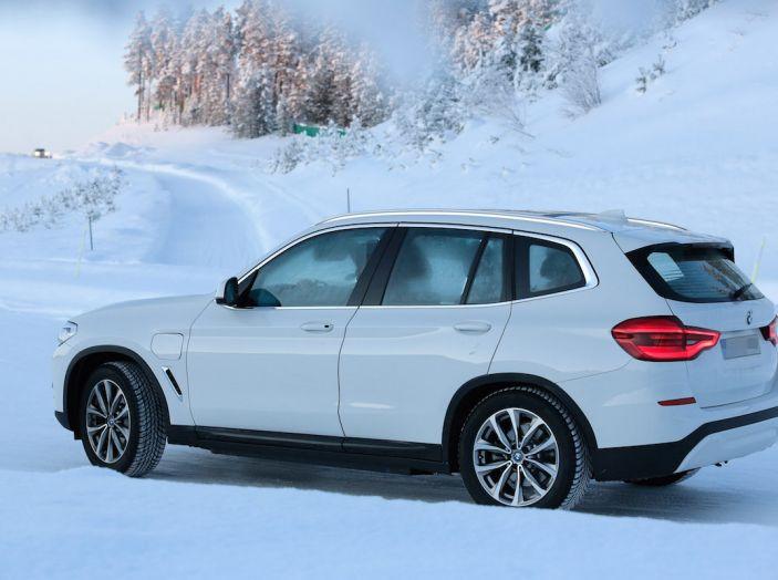 BMW X3 elettrica Plug-in: il SUV dell'Elica pronto alla rivoluzione - Foto 7 di 10