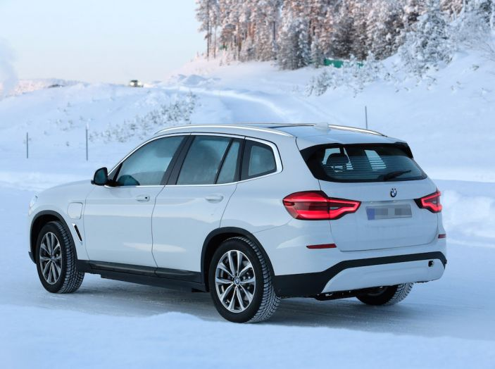 BMW X3 elettrica Plug-in: il SUV dell'Elica pronto alla rivoluzione - Foto 8 di 10
