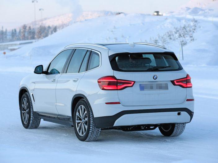 BMW X3 elettrica Plug-in: il SUV dell'Elica pronto alla rivoluzione - Foto 9 di 10