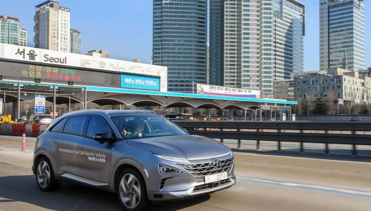 Hyundai Nexo da record: 778 km con un pieno di idrogeno - Foto 2 di 9