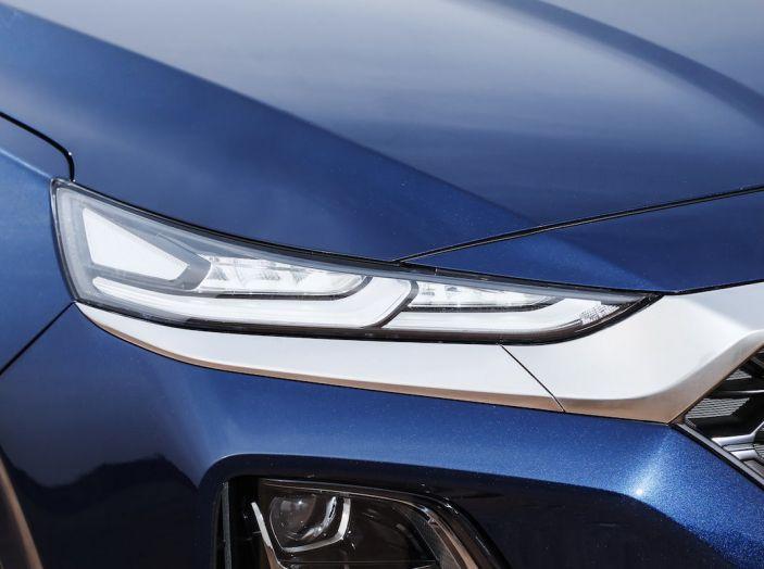 Hyundai Santa Fe 2018, dimensioni e motori del SUV coreano - Foto 10 di 74
