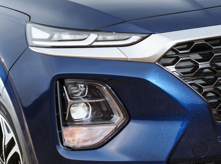 Hyundai Santa Fe 2018, dimensioni e motori del SUV coreano - Foto 19 di 74