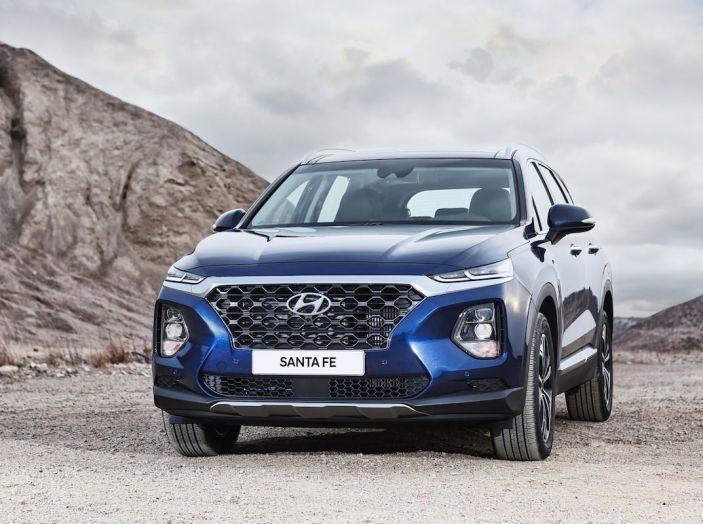 Hyundai Santa Fe 2018, dimensioni e motori del SUV coreano - Foto 1 di 74