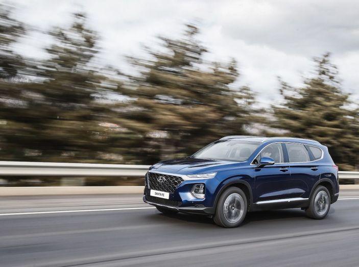 Hyundai Santa Fe 2018, dimensioni e motori del SUV coreano - Foto 8 di 74