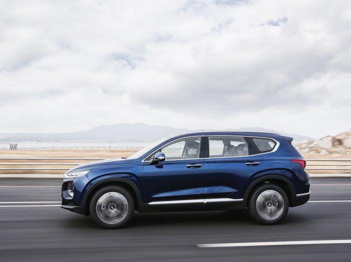 Hyundai Santa Fe 2018, dimensioni e motori del SUV coreano - Foto 26 di 74