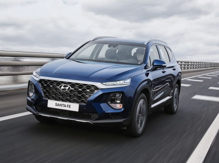 Hyundai Santa Fe 2018, dimensioni e motori del SUV coreano - Foto 28 di 74
