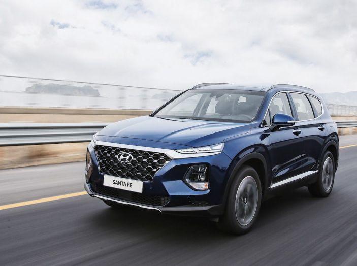 Hyundai Santa Fe 2018, dimensioni e motori del SUV coreano - Foto 29 di 74