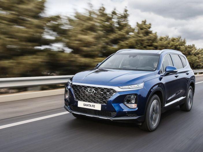 Hyundai Santa Fe 2018, dimensioni e motori del SUV coreano - Foto 7 di 74