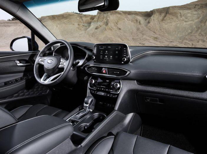 Hyundai Santa Fe 2018, dimensioni e motori del SUV coreano - Foto 11 di 74