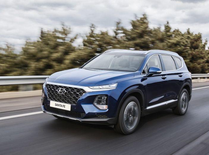 Hyundai Santa Fe 2018, dimensioni e motori del SUV coreano - Foto 30 di 74