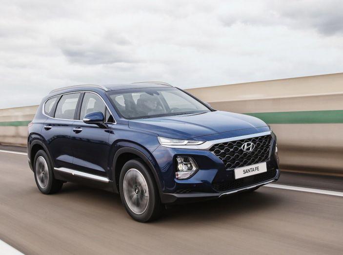 Hyundai Santa Fe 2018, dimensioni e motori del SUV coreano - Foto 31 di 74