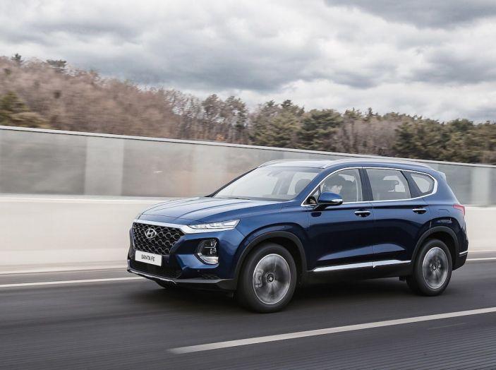 Hyundai Santa Fe 2018, dimensioni e motori del SUV coreano - Foto 9 di 74