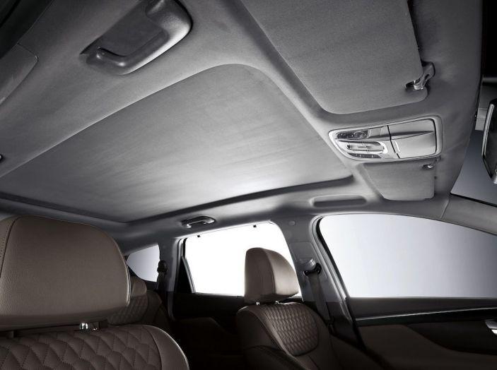 Hyundai Santa Fe 2018, dimensioni e motori del SUV coreano - Foto 32 di 74