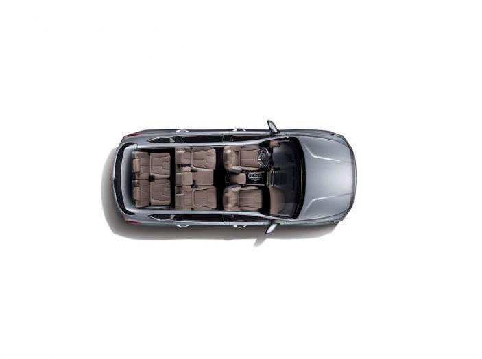Hyundai Santa Fe 2018, dimensioni e motori del SUV coreano - Foto 34 di 74