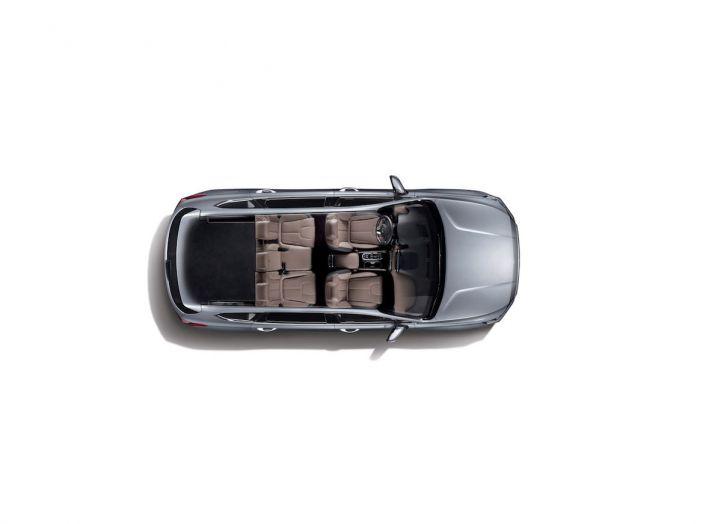 Hyundai Santa Fe 2018, dimensioni e motori del SUV coreano - Foto 35 di 74