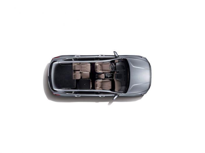Hyundai Santa Fe 2018, dimensioni e motori del SUV coreano - Foto 36 di 74