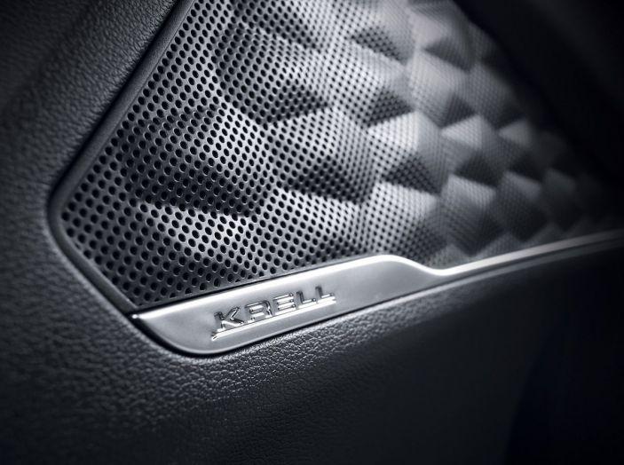 Hyundai Santa Fe 2018, dimensioni e motori del SUV coreano - Foto 43 di 74