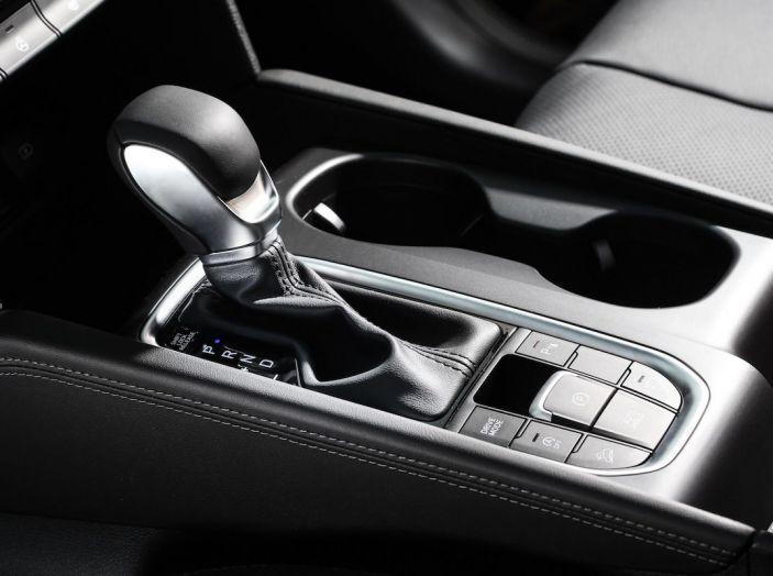 Hyundai Santa Fe 2018, dimensioni e motori del SUV coreano - Foto 13 di 74
