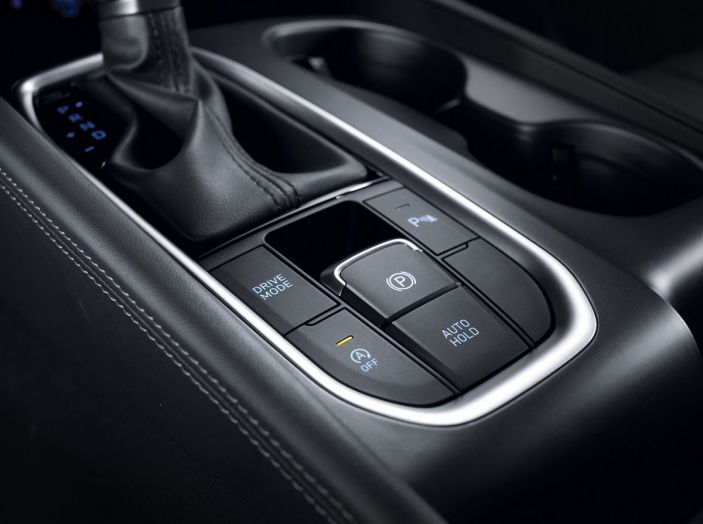 Hyundai Santa Fe 2018, dimensioni e motori del SUV coreano - Foto 49 di 74
