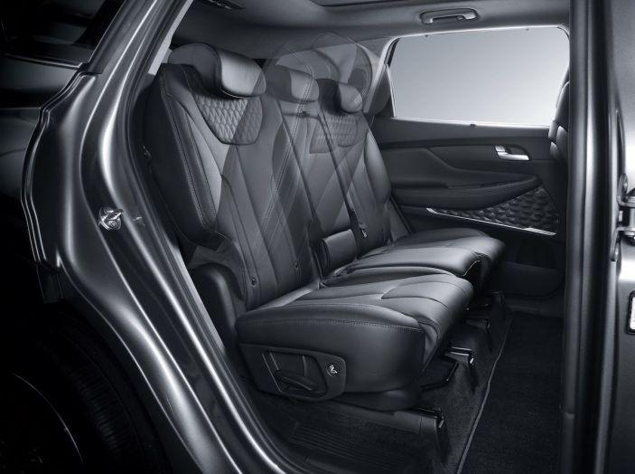 Hyundai Santa Fe 2018, dimensioni e motori del SUV coreano - Foto 50 di 74