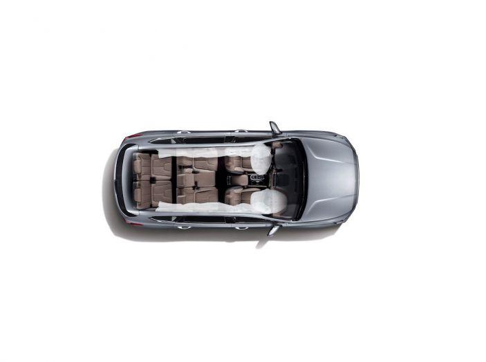 Hyundai Santa Fe 2018, dimensioni e motori del SUV coreano - Foto 53 di 74
