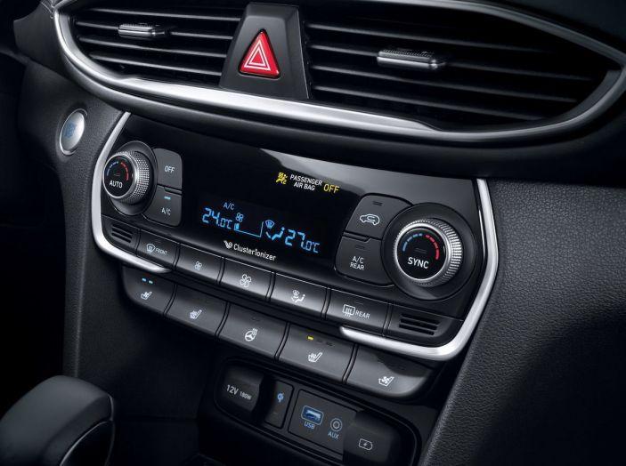 Hyundai Santa Fe 2018, dimensioni e motori del SUV coreano - Foto 54 di 74