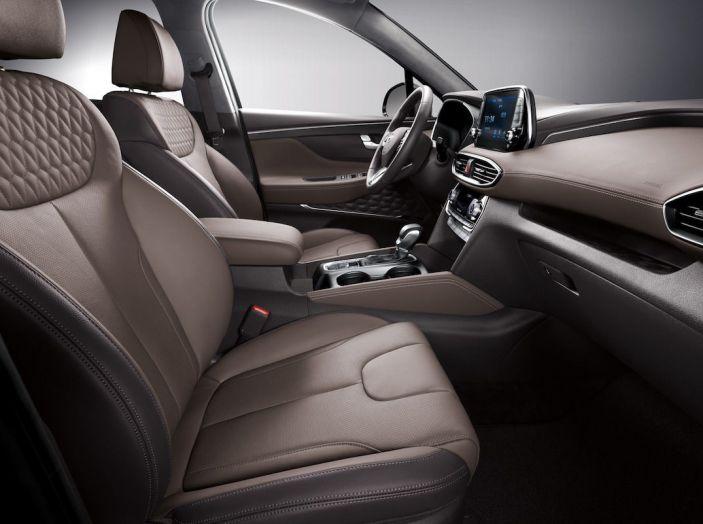 Hyundai Santa Fe 2018, dimensioni e motori del SUV coreano - Foto 56 di 74