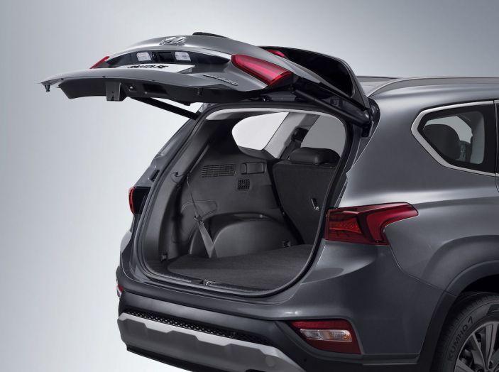 Hyundai Santa Fe 2018, dimensioni e motori del SUV coreano - Foto 61 di 74