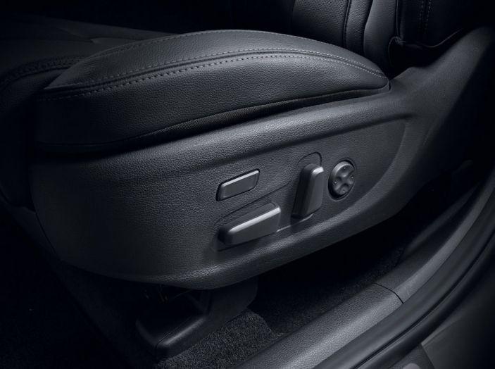 Hyundai Santa Fe 2018, dimensioni e motori del SUV coreano - Foto 64 di 74