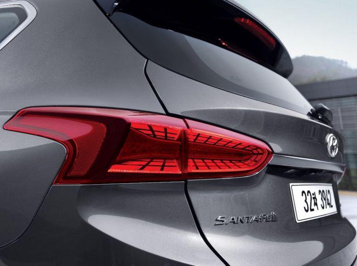 Hyundai Santa Fe 2018, dimensioni e motori del SUV coreano - Foto 66 di 74