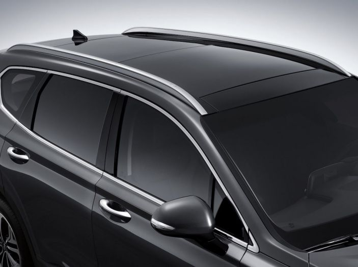 Hyundai Santa Fe 2018, dimensioni e motori del SUV coreano - Foto 67 di 74