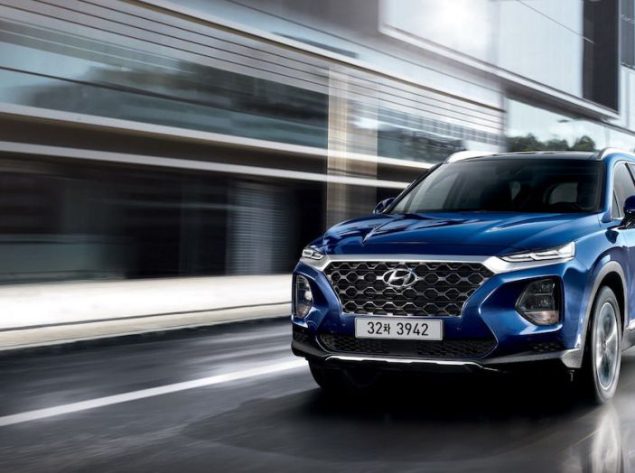 Hyundai Santa Fe 2018, dimensioni e motori del SUV coreano - Foto 69 di 74