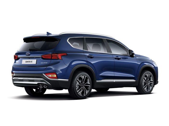 Hyundai Santa Fe 2018, dimensioni e motori del SUV coreano - Foto 71 di 74