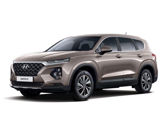 Hyundai Santa Fe 2018, dimensioni e motori del SUV coreano - Foto 72 di 74