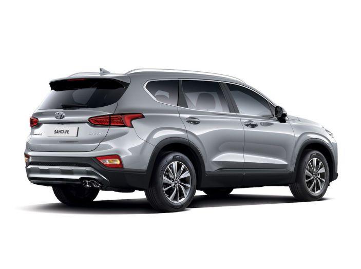 Hyundai Santa Fe 2018, dimensioni e motori del SUV coreano - Foto 73 di 74