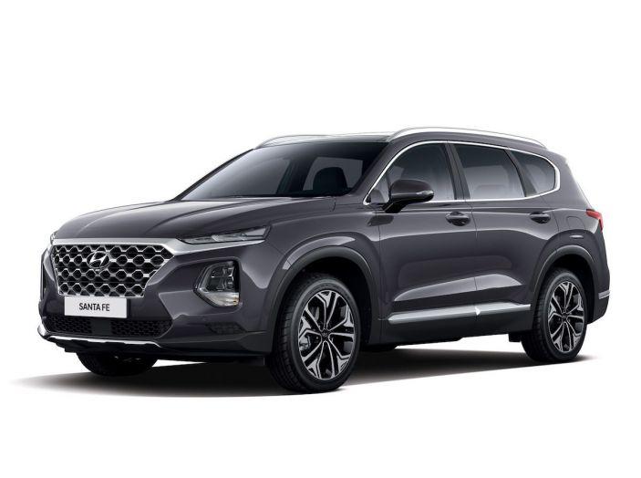 Hyundai Santa Fe 2018, dimensioni e motori del SUV coreano - Foto 74 di 74