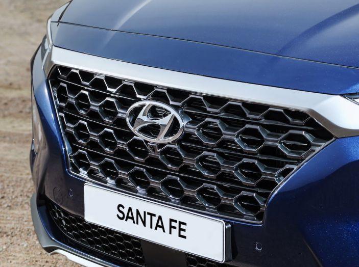 Hyundai Santa Fe 2018, dimensioni e motori del SUV coreano - Foto 17 di 74