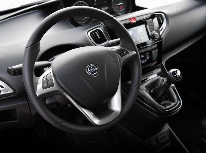 Nuova Lancia Ypsilon 2018: arrivano Elefantino Blu, Gold e Platinum - Foto 27 di 33